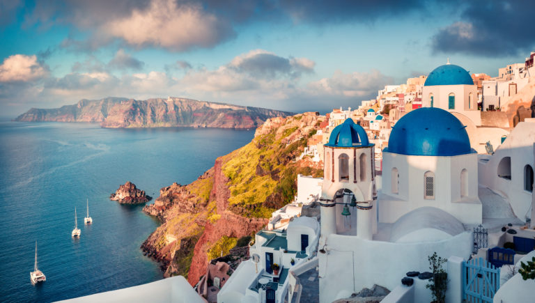 Grèce - Santorin vue sur catamarans au matin